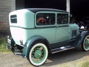 Ford-1928-Tudor-Aqua-02