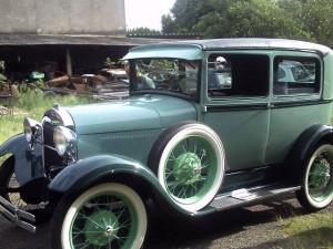 Ford-1928-Tudor-Aqua-03