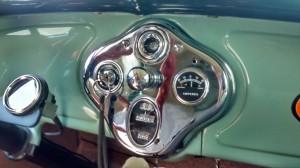 Ford-1928-Tudor-Aqua-12