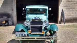 Ford-1928-Tudor-Aqua-21
