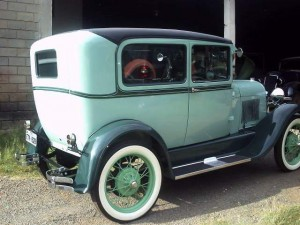 Ford-1928-Tudor-Aqua-25