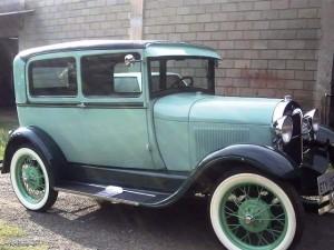 Ford-1928-Tudor-Aqua-26