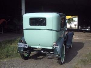 Ford-1928-Tudor-Aqua-27